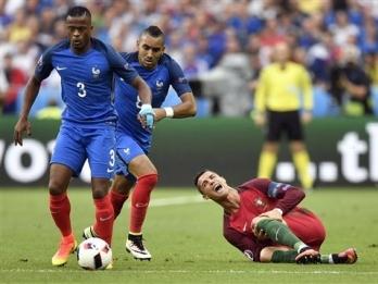 Column: Euro 2016 final again proves football's cruelty