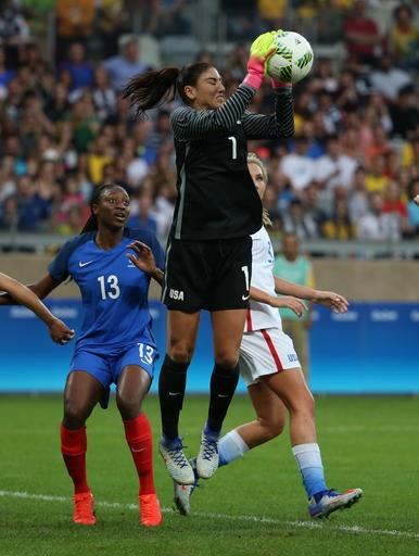 Solo comes up big for 200th cap, US beats France 1-0