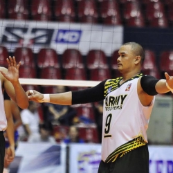 Reyes shines in Army's demolition of 100 Plus