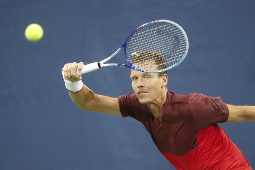 Tomas Berdych progresses in Paris Masters