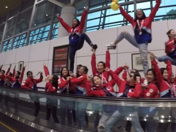 UP Pep Squad wows with pyramid-laden mannequin challenge