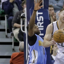 Hayward erupts for 32 as Jazz melt Nuggets