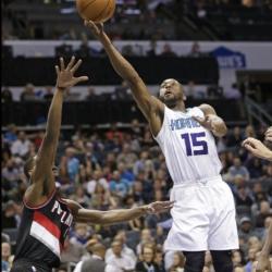 Walker, Hibbert lead Hornets past Blazers 107-85