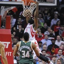 Harden, Rockets blast Bucks