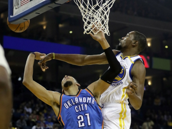 Durant dazzles against former Thunder team anew