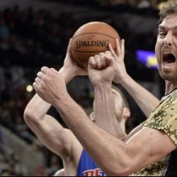 Spurs center Pau Gasol breaks finger during pregame warmups