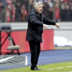 Bayern coach in spotlight for gesture to Hertha fans