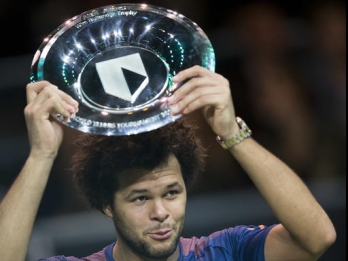 Tsonga beats Goffin to win World Tennis Tournament final