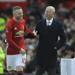 Rooney says he's staying at Man United