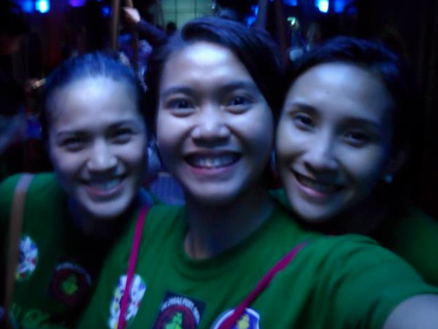 Past DLSU volleybelles next to Mika Reyes we totally admired