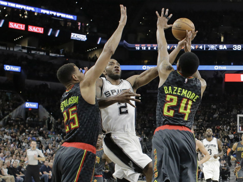 Leonard returns with 31, Spurs top Hawks, tie for No. 1 seed