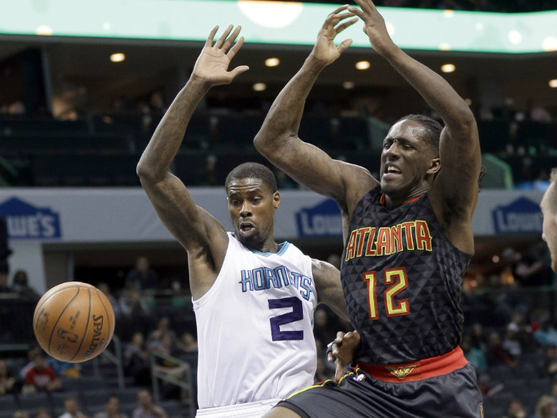 Hornets hand Hawks fourth straight loss, 105-90