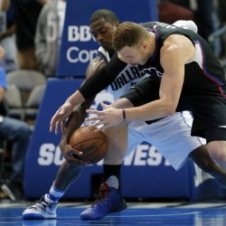 Barnes' late basket, steal put Mavs past Clippers, 97-95