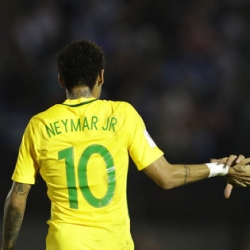 Brazil boosted after win at Uruguay, Argentina falters