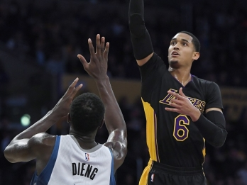 Clarkson comes up big in Lakers' comeback against Wolves