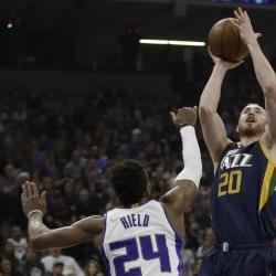 Hayward helps Jazz knock off Kings 112-82