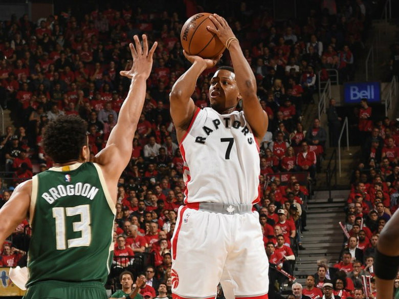 Lowry bounces back to help Raptors tie things with Bucks