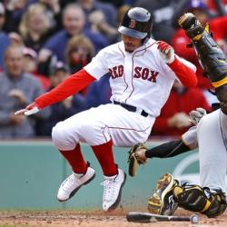 Betts hits 3-run double in 10th, Boston beats Toronto