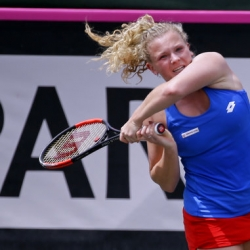 Siniakova, Vandeweghe win; Czechs tie US in Fed Cup semis