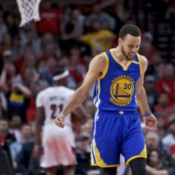 Curry is Curry when Warriors need him most