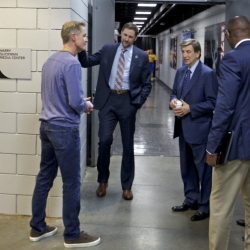 Warriors try to carry on in wake of Steve Kerr situation