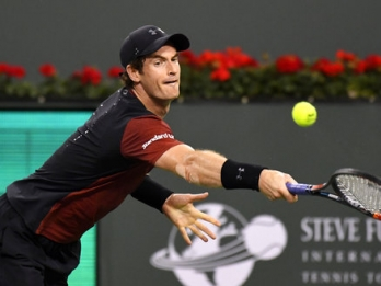 Murray advances in Barcelona after injured Tomic withdraws