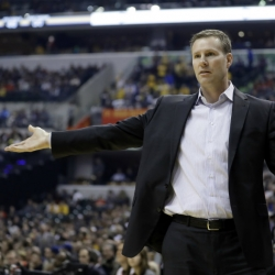Column: Refs won't bite as Hoiberg tries 'palming' off blame