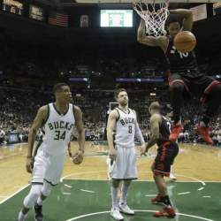 Raptors blow 25-point lead, but beat Bucks 92-89