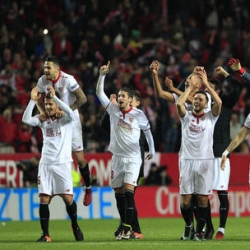 Sevilla wins late to move even with Atletico in 3rd place