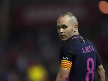 Barcelona's Iniesta doubtful for Liga derby against Espanyol