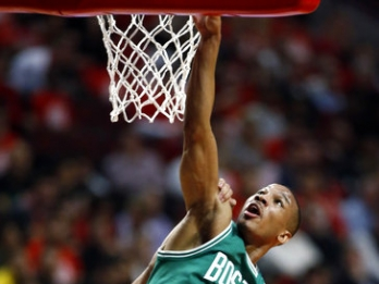 Bradley scores 23, Celtics eliminate Bulls 105-83
