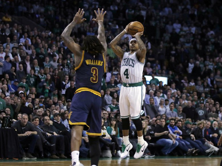 Celtics' Thomas sits out 2nd half with right hip strain