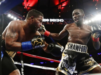 Crawford stays unbeaten with 10-round rout of Diaz