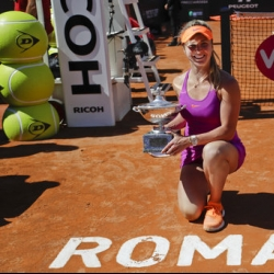 Svitolina surges to No. 1 in race with Italian Open title