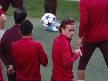 Griezmann says 6 chances out of 10 he will join Man United