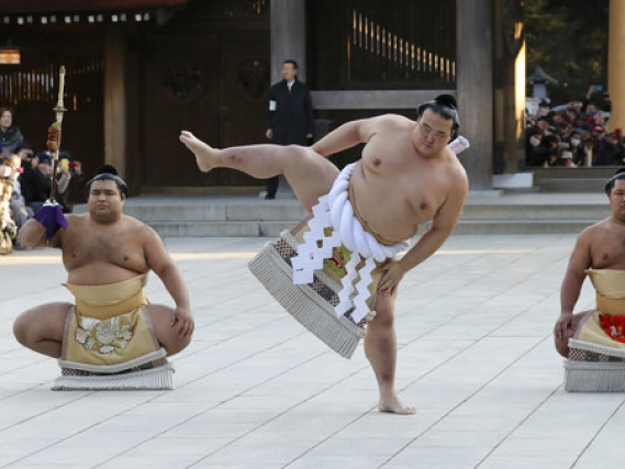 Japanese yokozuna withdraws from summer sumo tournament