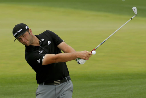 Waiting game: Long day on tap for Mickelson's potential sub