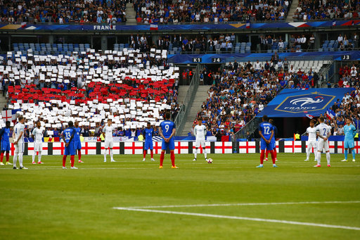 Players walk out to sound of Oasis song for France-England