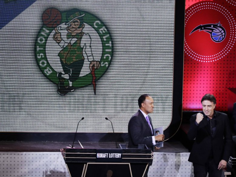 Report: 76ers discussing deal with Celtics for #1 pick