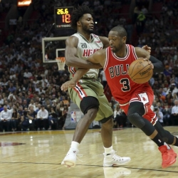 AP source: Dwyane Wade opts in for 2nd year with Bulls