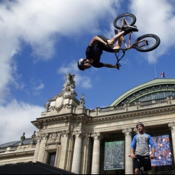 Paris shows off in race against Los Angeles for 2024 Games