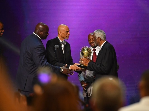 Bill Russell steals the thunder at NBA Awards Show
