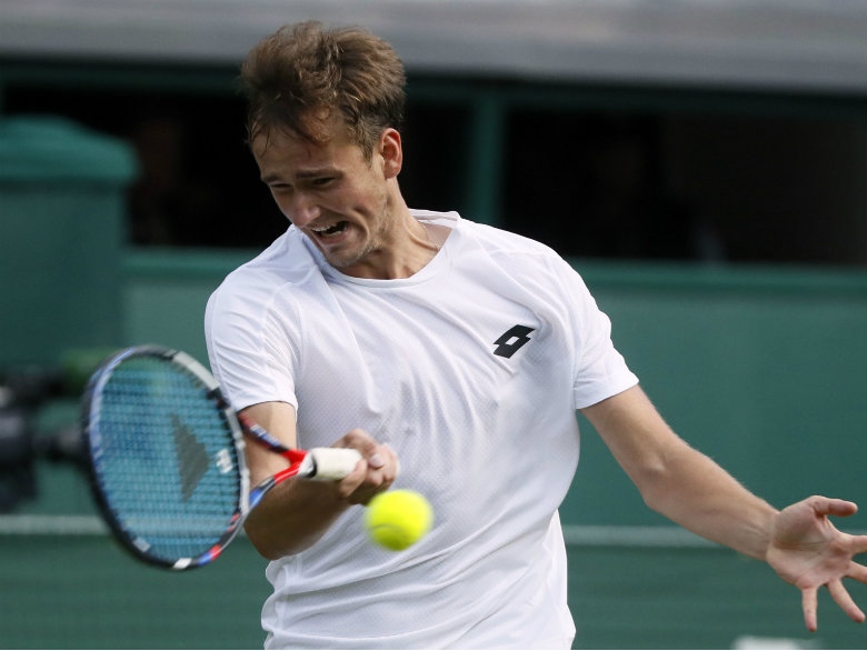 Daniil Medvedev throws coins at umpire's chair after losing Wimbledon match