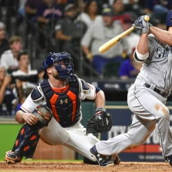 Seager, Valencia hit HRs in 10th to lift Seattle over Astros