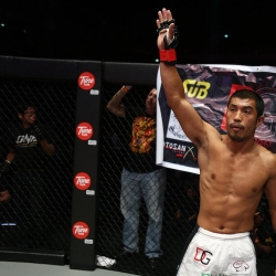 FULL FIGHT: Eric Kelly smashes through legend Jens Pulver