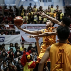 Robins feast on Jr. Altas before flying to share of first