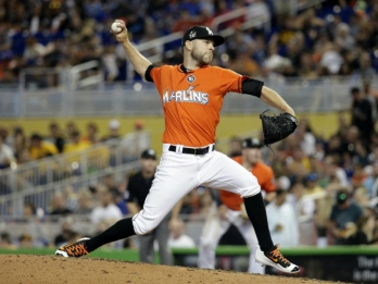 Marlins trade RHP David Phelps to Mariners for 4 prospects