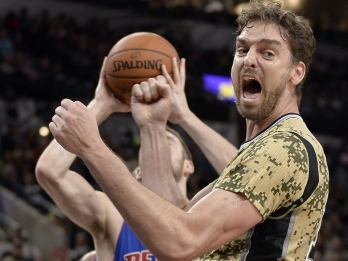 AP Source: Pau Gasol agrees to 3-year deal with Spurs