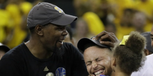 Warriors officially re-sign core, including Curry and KD