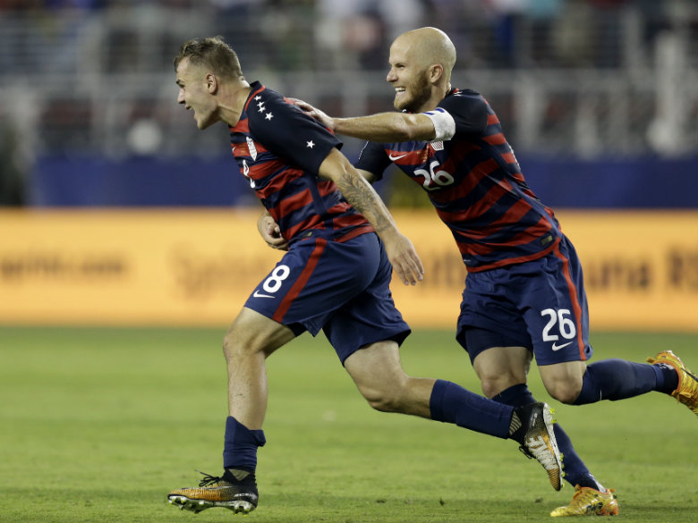 Morris's 88th-minute goal gives US Gold Cup title
